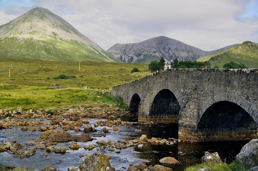 Mountains Photograph - Glamaig And Sligachan Bridge by Steve Watson