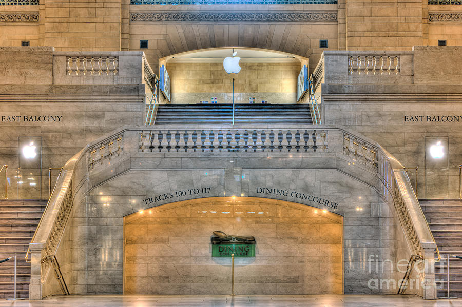 America Photograph - Grand Central Terminal East Balcony I by Clarence Holmes