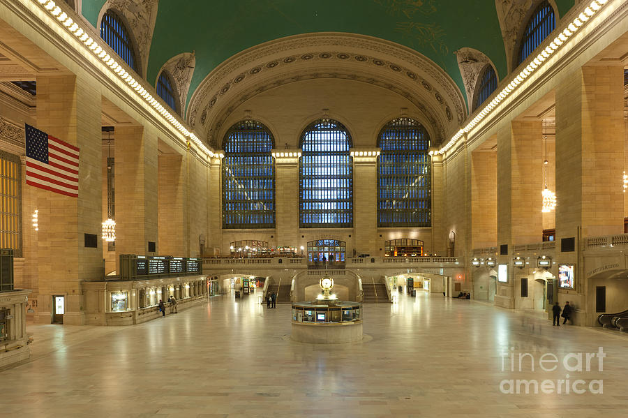 Big Apple Photograph - Grand Central Terminal I by Clarence Holmes