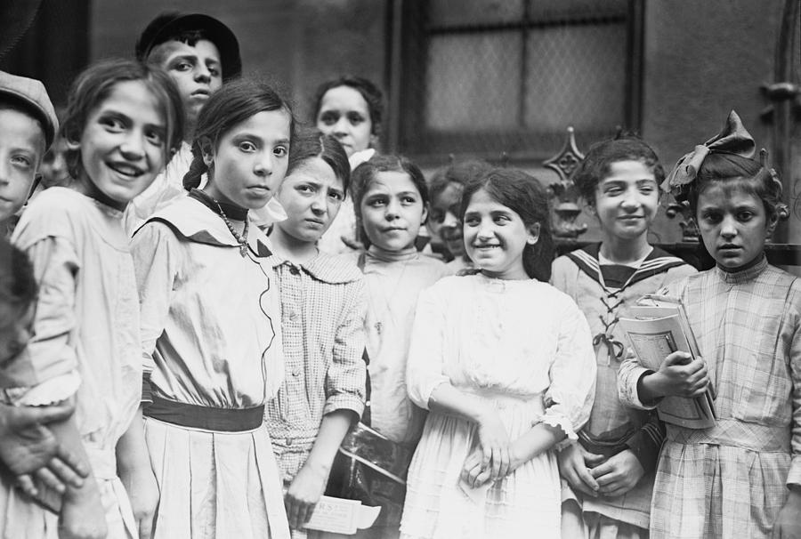 Group Of Italian-American School Girls Photograph By Everett-4234