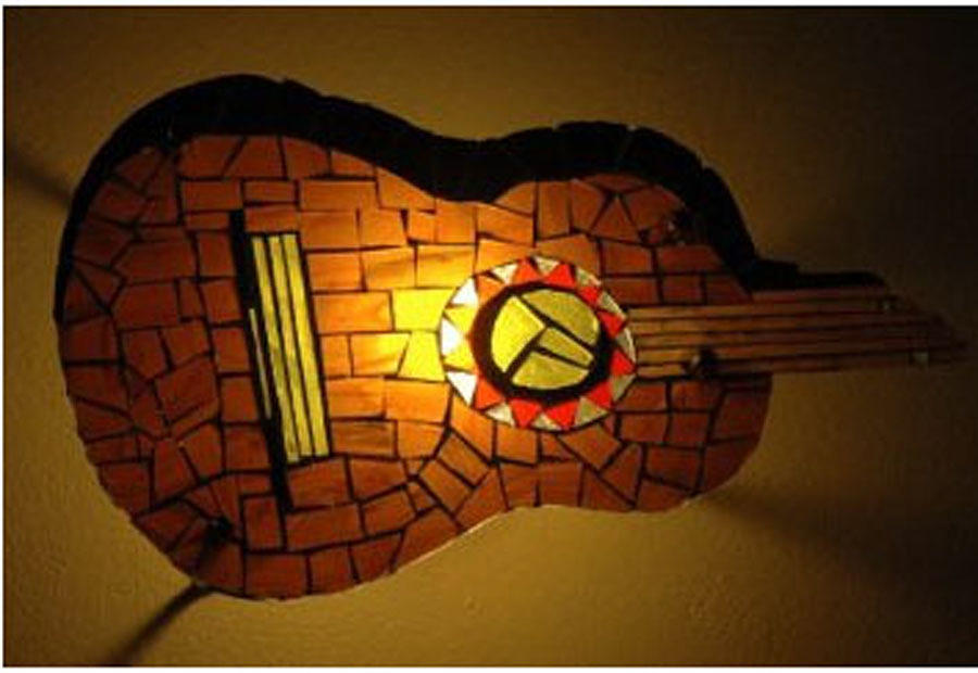 Wall Lamp Painting - Guitarra by Sonia Ruiz