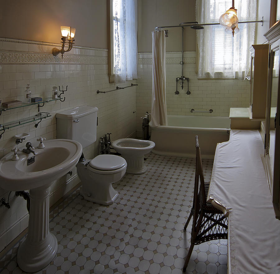 Haas lilienthal house victorian bath san francisco for Historic bathroom remodel