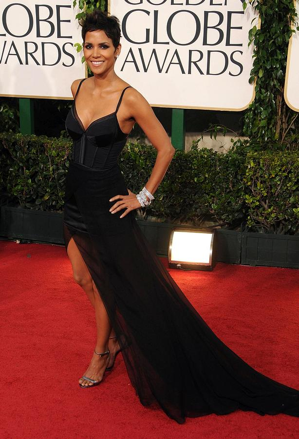 Halle Berry Photograph - Halle Berry  Wearing A Nina Ricci Gown by Everett