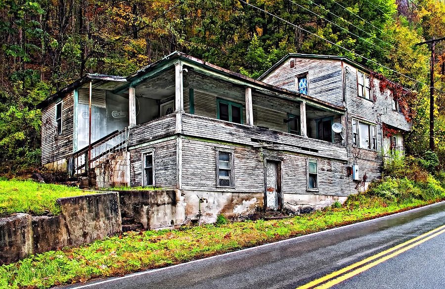 West Virginia Photograph - Hanging In by Steve Harrington