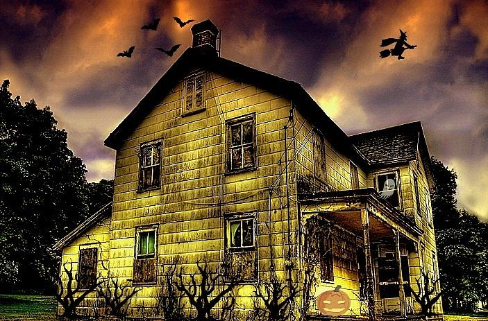 House Photograph - Haunted Halloween House by Robin Pross