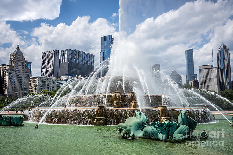 2012 Photograph - Hdr Picture Of Buckingham Fountain And Chicago Skyline by Paul Velgos