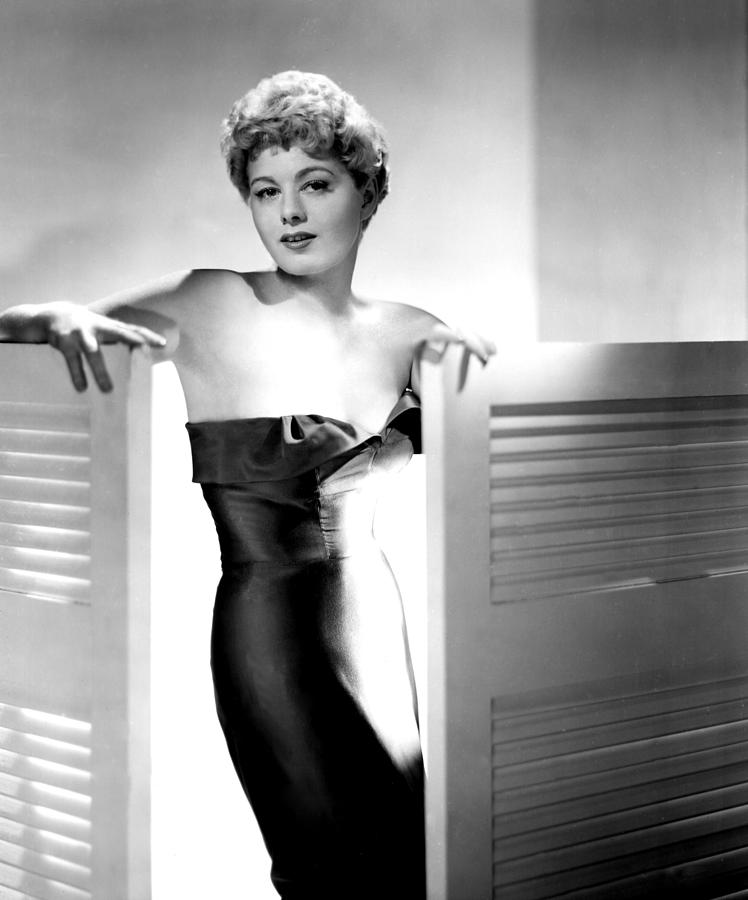 1951 Movies Photograph - He Ran All The Way, Shelley Winters by Everett