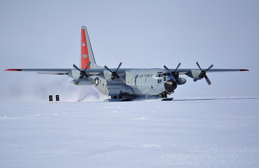 Antarctic Landscapes Photograph - Hercules Lc130h 02 by David Barringhaus
