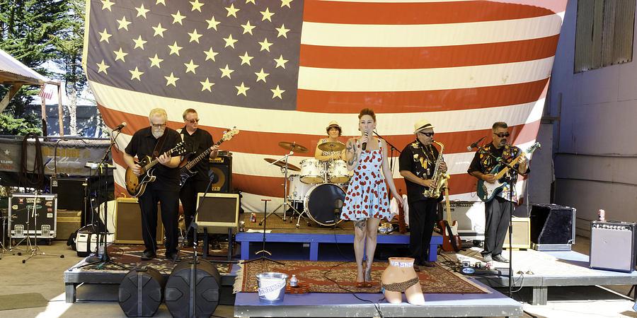 Band Photograph - Hip Shake Live And So Good by Richard Balison