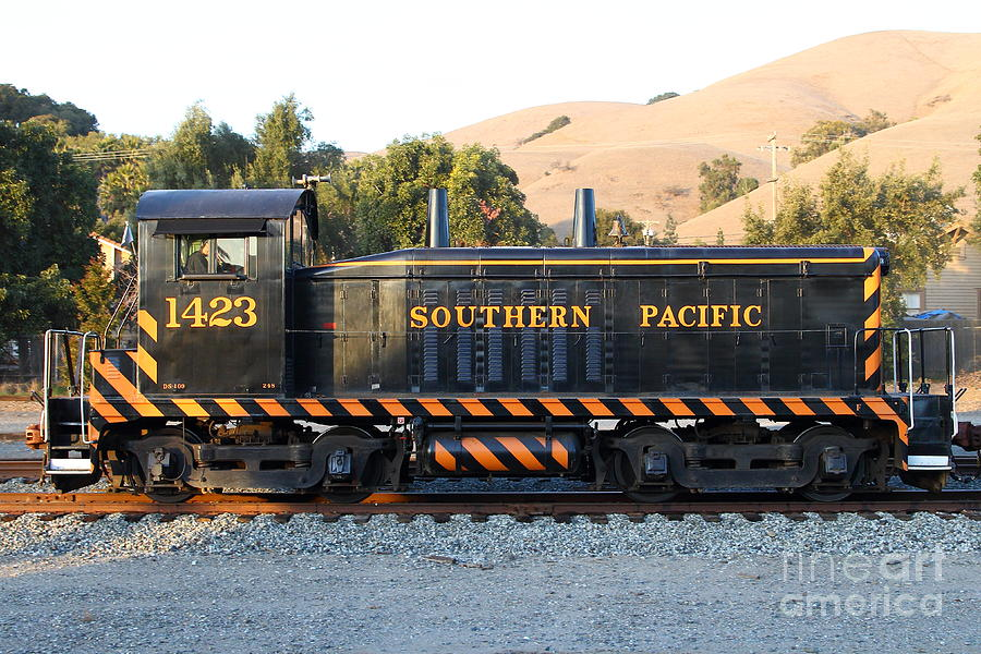 Southern Pacific Photograph - Historic Niles Trains In California . Old Southern Pacific Locomotive . 7d10867 by Wingsdomain Art and Photography