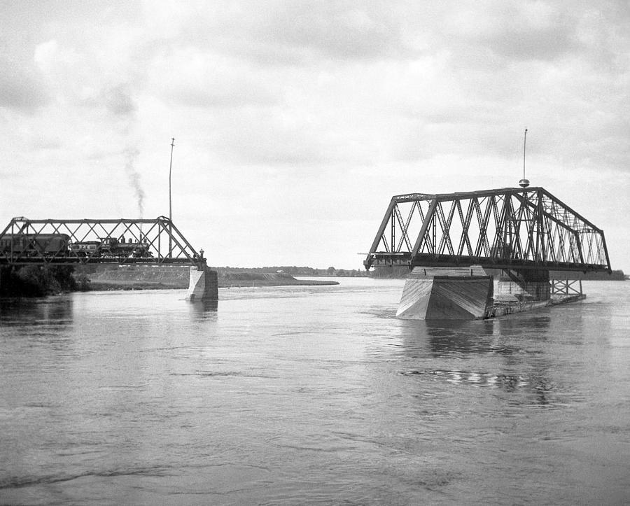 Swing Bridge Photograph - Hojack Swing Bridge by Rob Gates