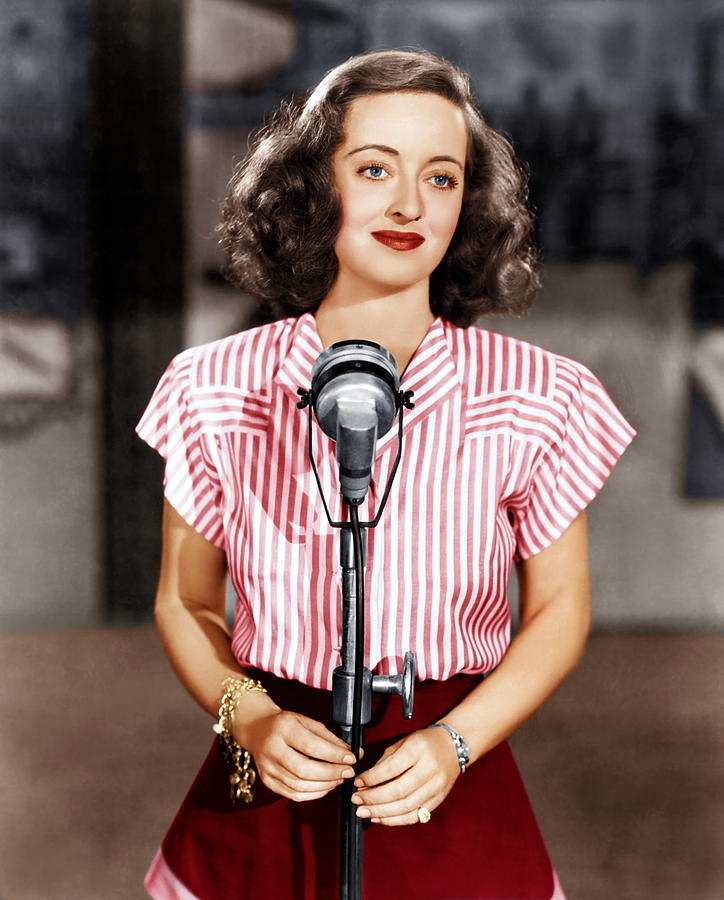 1940s Movies Photograph - Hollywood Canteen, Bette Davis, 1944 by Everett