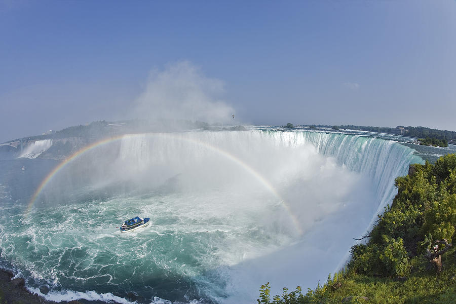 Light Photograph - Horseshoe Falls And The Maid by Darwin Wiggett