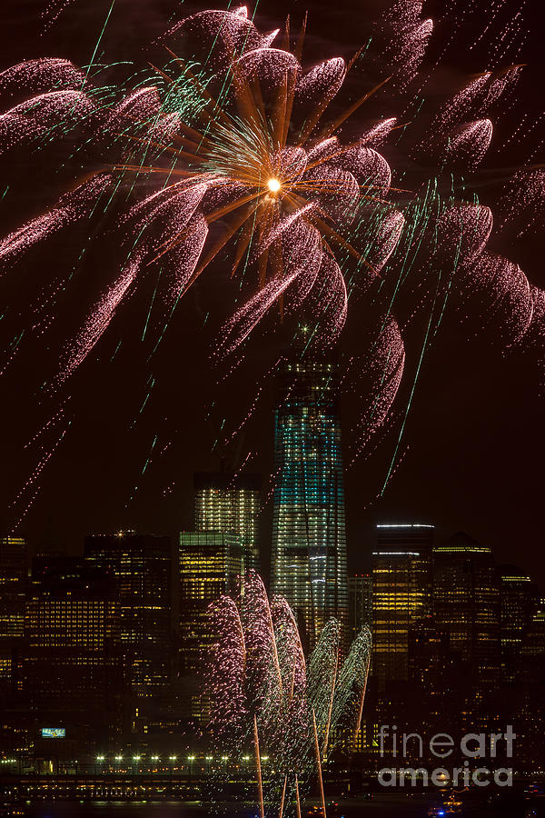 1 Wtc Photograph - Hudson River Fireworks X by Clarence Holmes