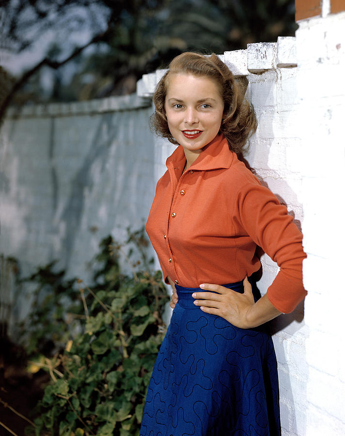 1940s Portraits Photograph - Janet Leigh, 1949 by Everett