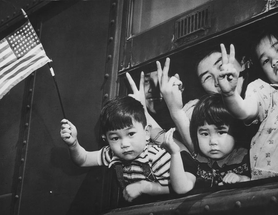 Japanese American Children Waving Photograph By Everett