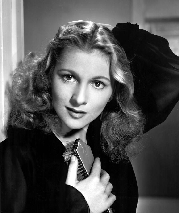 1940s Photograph - Joan Fontaine, Portrait, 1940s by Everett