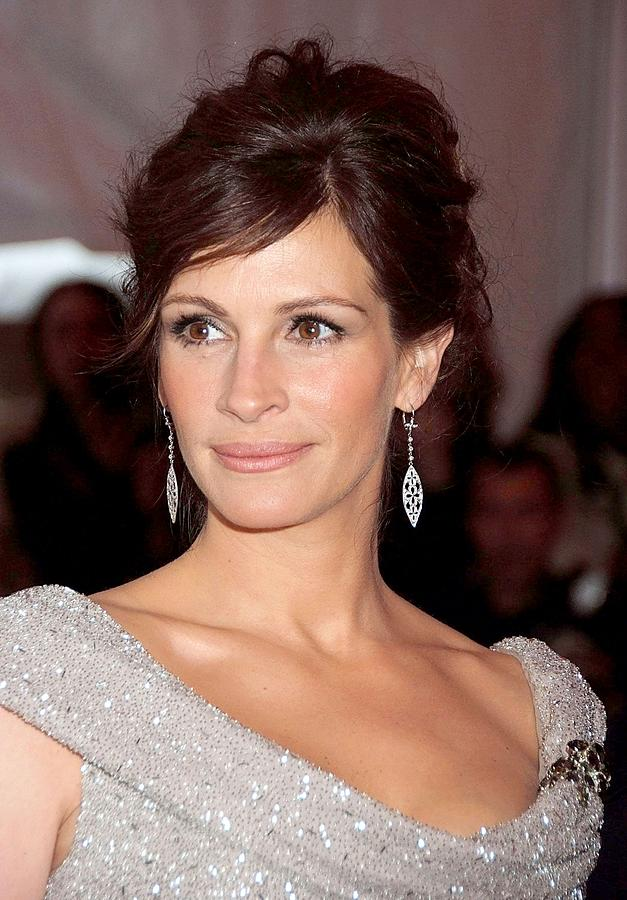 Red Carpet Photograph - Julia Roberts At Arrivals by Everett