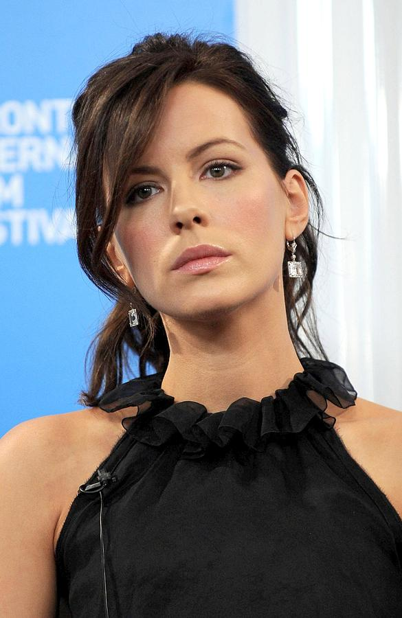 Red Carpet Photograph - Kate Beckinsale At The Press Conference by Everett