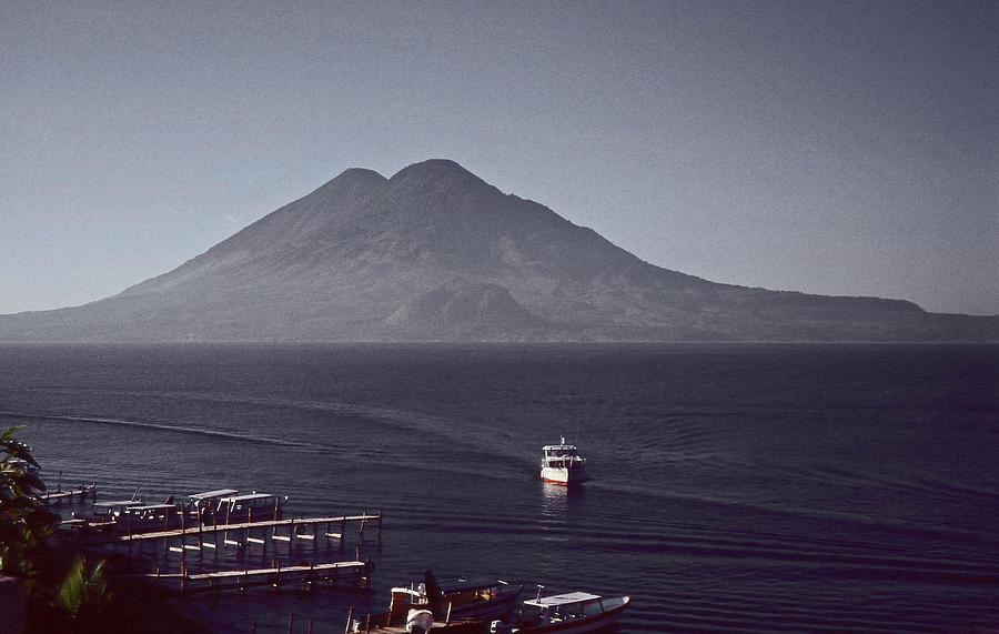 Lago de Atitlan - Guatemala by Juergen Weiss