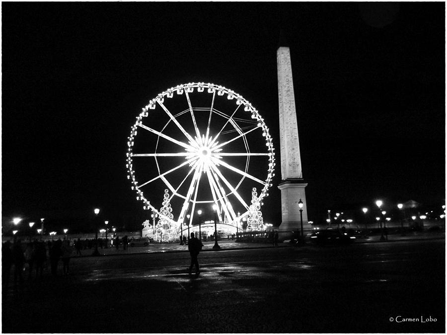 Paris Photograph - Le Mouvement Perpetuel  by Carmen Lobo