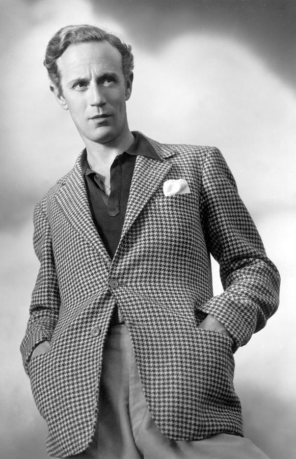 1930s Fashion Photograph - Leslie Howard Publicity Portrait by Everett