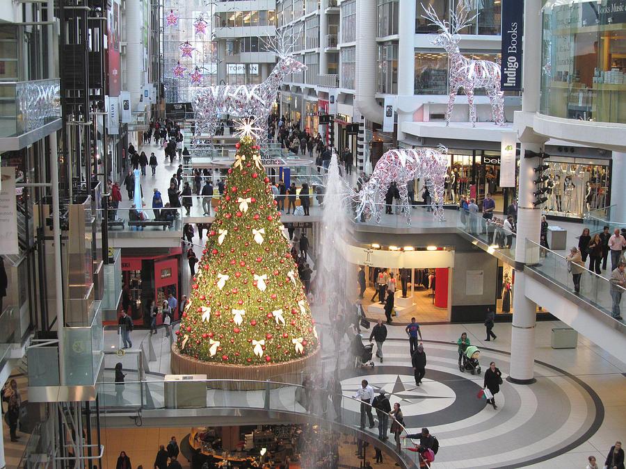 Shopping Mall Photograph - Life At The Mall by Alfred Ng
