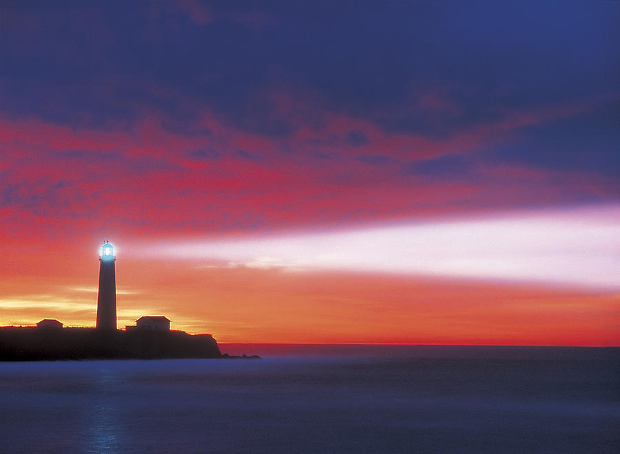Lighthouse Beacon Photograph By Darwin Wiggett