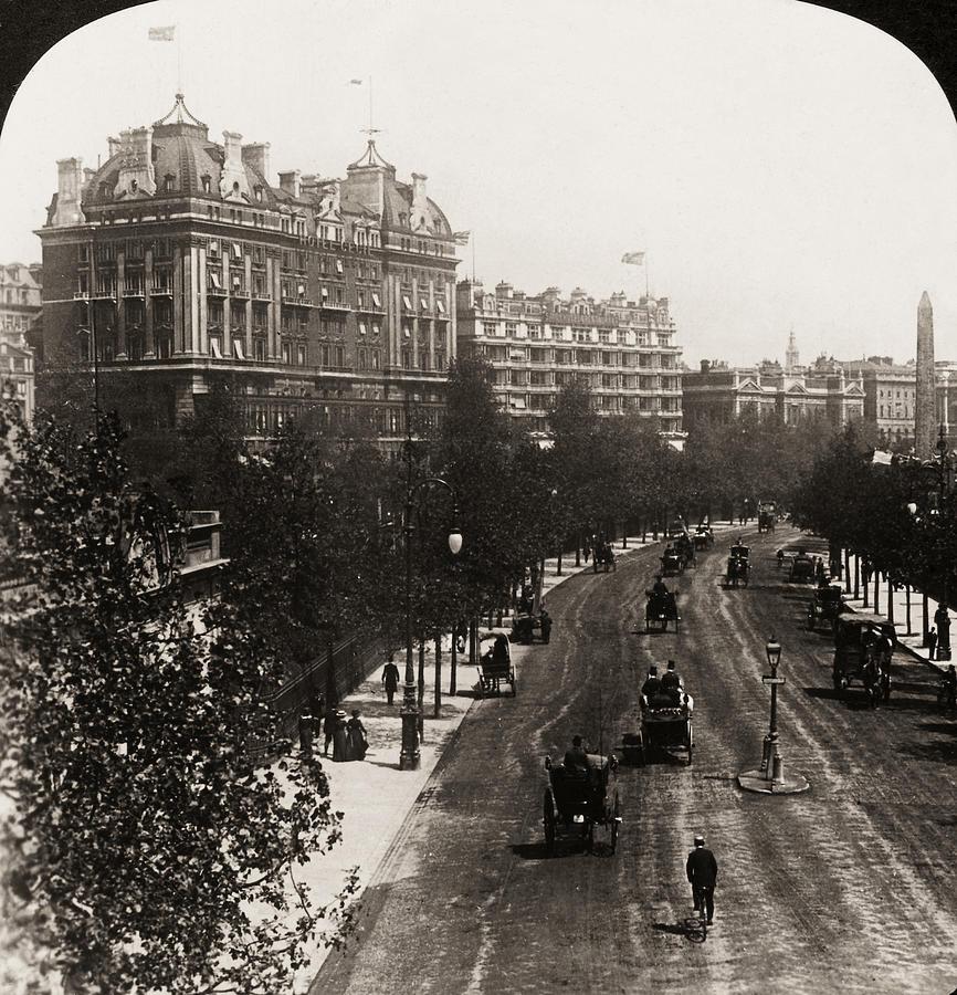 1908 Photograph - London: Embankment, 1908 by Granger
