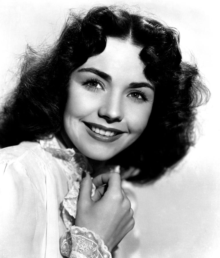 1940s Movies Photograph - Love Letters, Jennifer Jones, 1945 by Everett