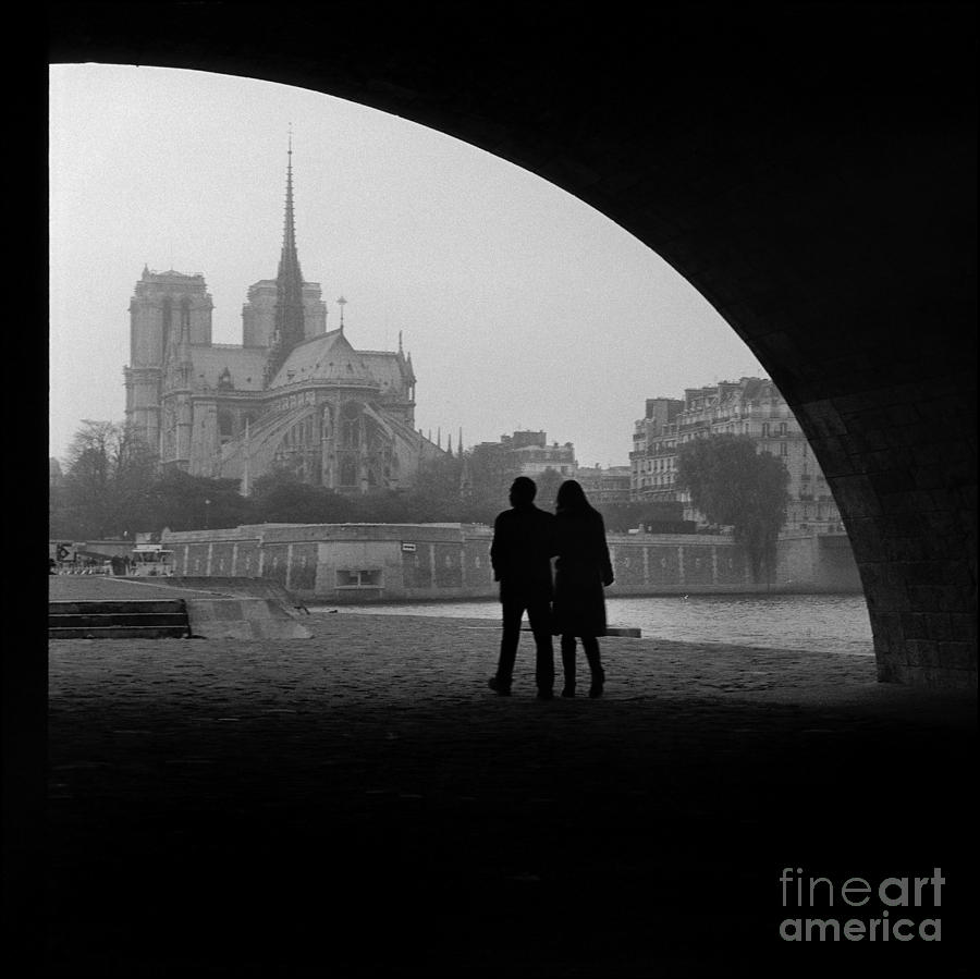Notre Dame Photograph - Lovers and the Notre Dame by Aldo Cervato