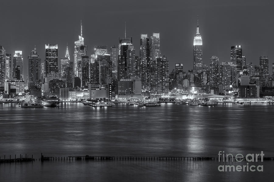 America Photograph - Manhattan Twilight Vii by Clarence Holmes