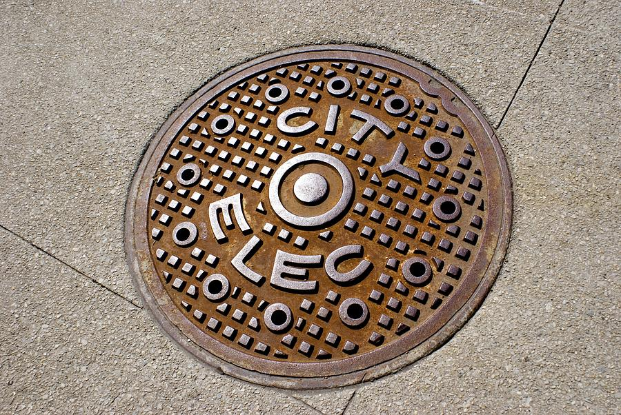 America Photograph - Manhole Cover In Chicago by Mark Williamson