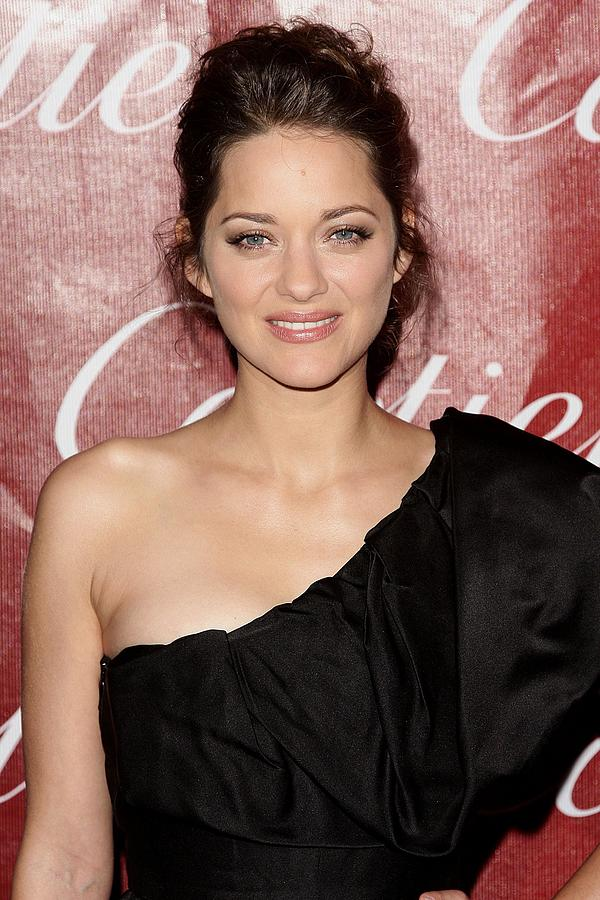 Marion Cotillard Photograph - Marion Cotillard At Arrivals For 21st by Everett