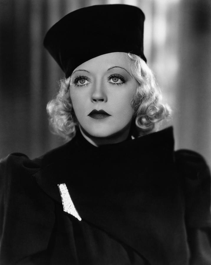 1930s Hairstyles Photograph - Marion Davies Modeling A Cossack Turban by Everett