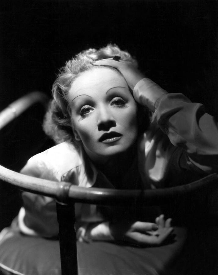 1930s Photograph - Marlene Dietrich, 1930s by Everett
