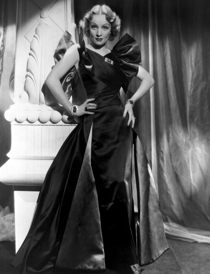 1930s Photograph - Marlene Dietrich Full Length Portrait by Everett