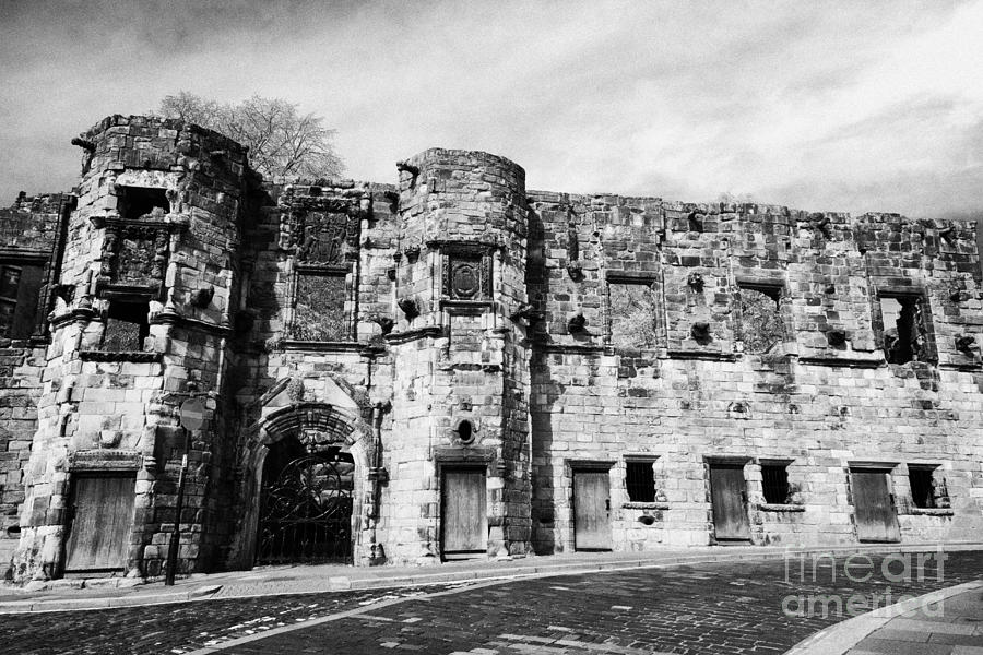 Mars Photograph - Mars Wark In The Historic Old Town Of Stirling Scotland Uk by Joe Fox