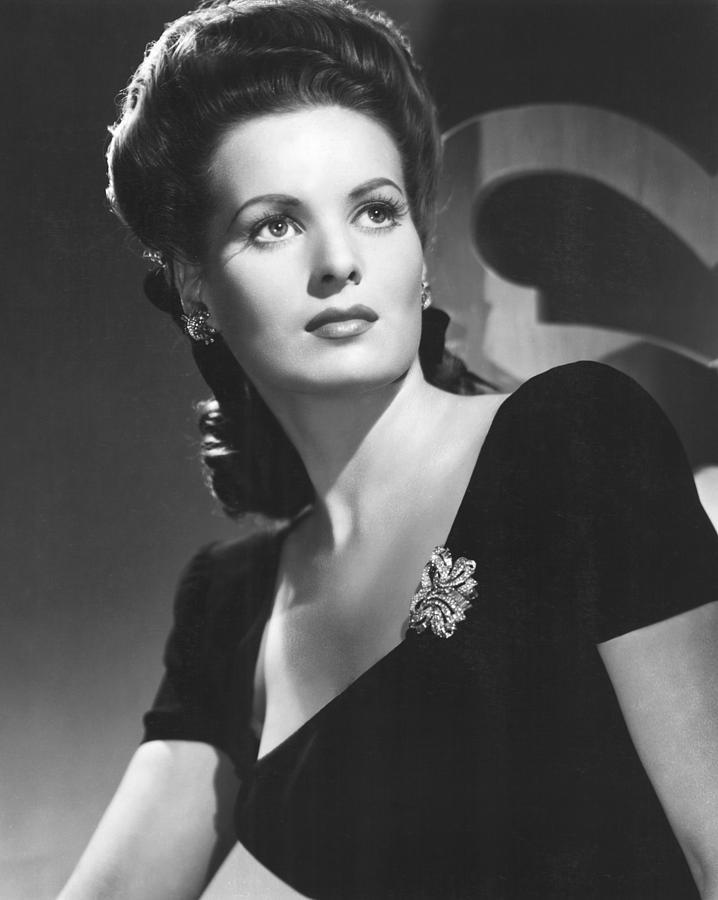1940s Fashion Photograph - Maureen Ohara, 1944 by Everett