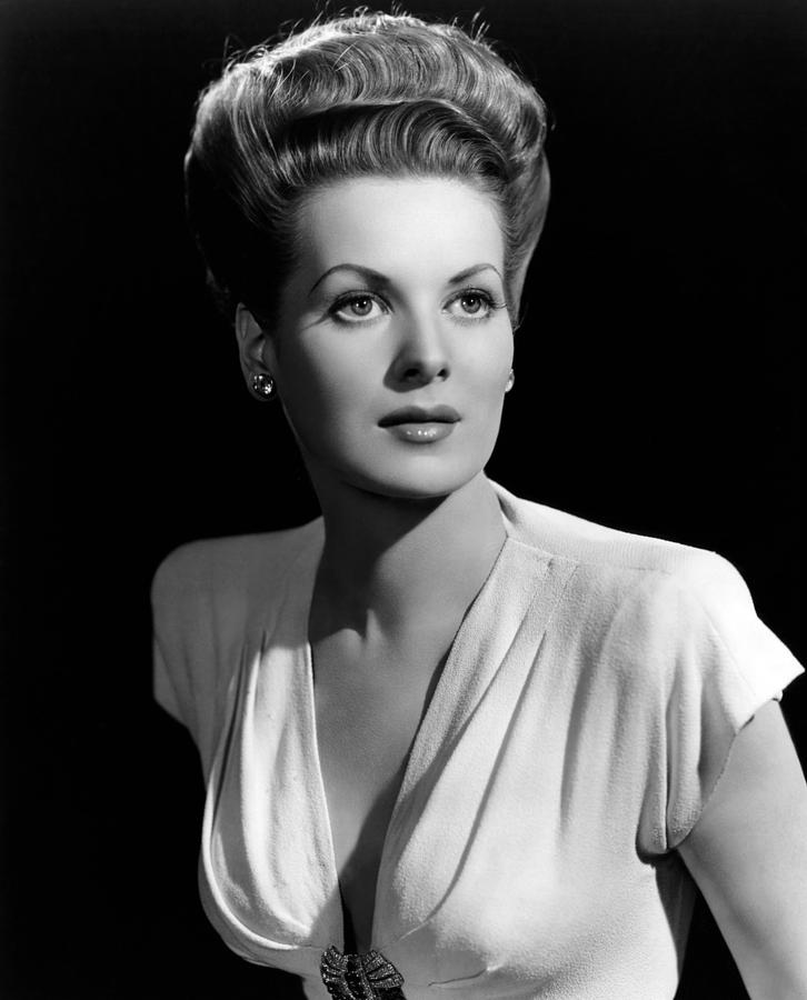 1940s Fashion Photograph - Maureen Ohara, 21746 by Everett