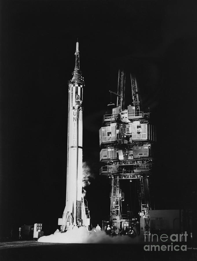 Mercury-Redstone MR-3/Freedom 7 - (05.05.1961) Mercury-redstone-3-missile-on-launch-stocktrek-images