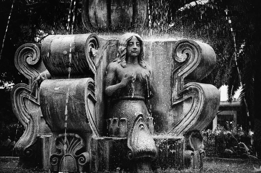 Mermaid Photograph - Mermaid Fountain by Tom Bell