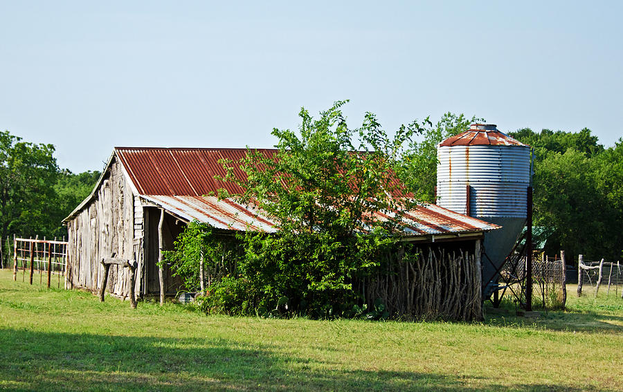 Barns Photograph - Middle Barn by Lisa Moore