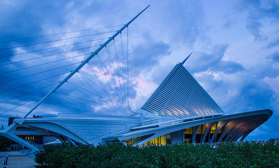 Milwaukee Art Museum Photograph - Milwaukee Art Museum At Twilight by Vincent Buckley