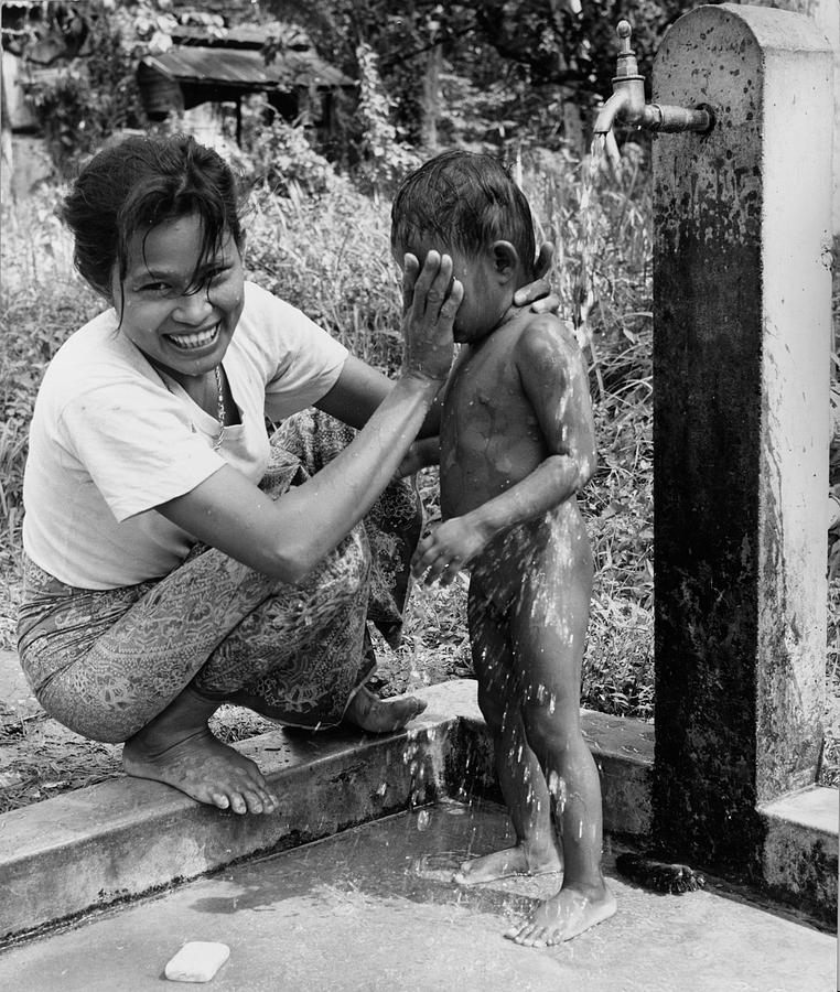 Child Photograph - Mini Shower by Richard Harrington