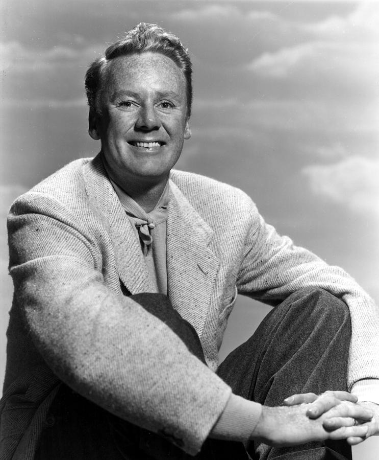1956 Movies Photograph - Miracle In The Rain, Van Johnson, 1956 by Everett
