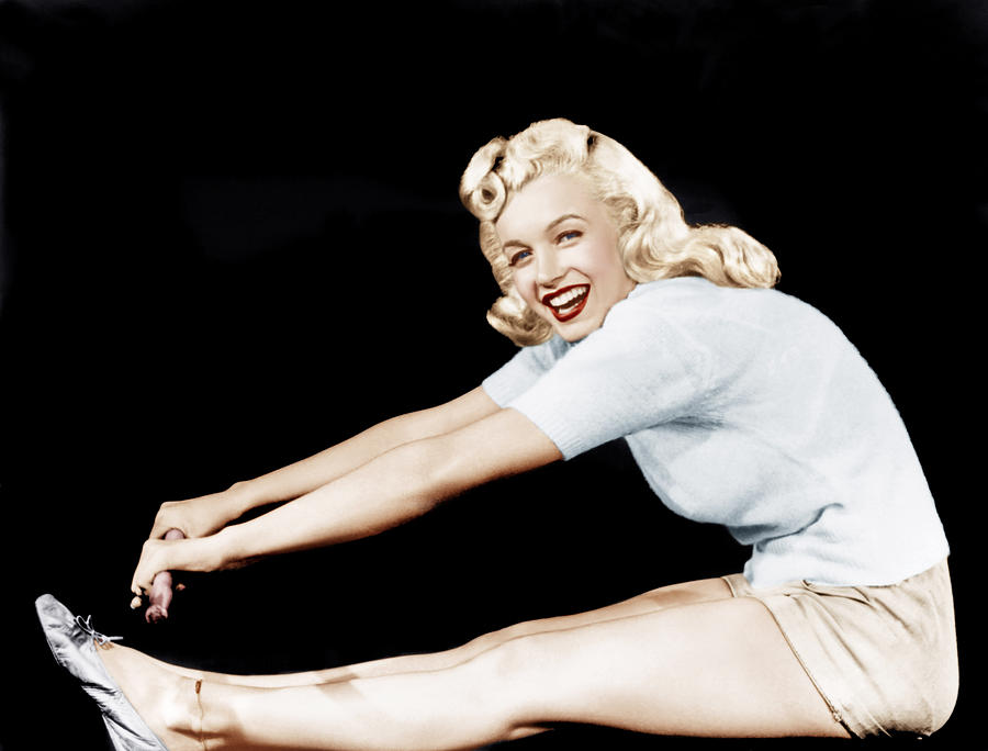 1940s Movies Photograph - Model And Columbia Starlet Marilyn by Everett