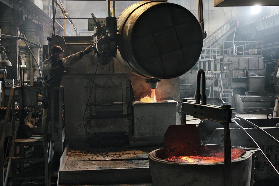 Molten Aluminium Ore Being Poured by Ria Novosti