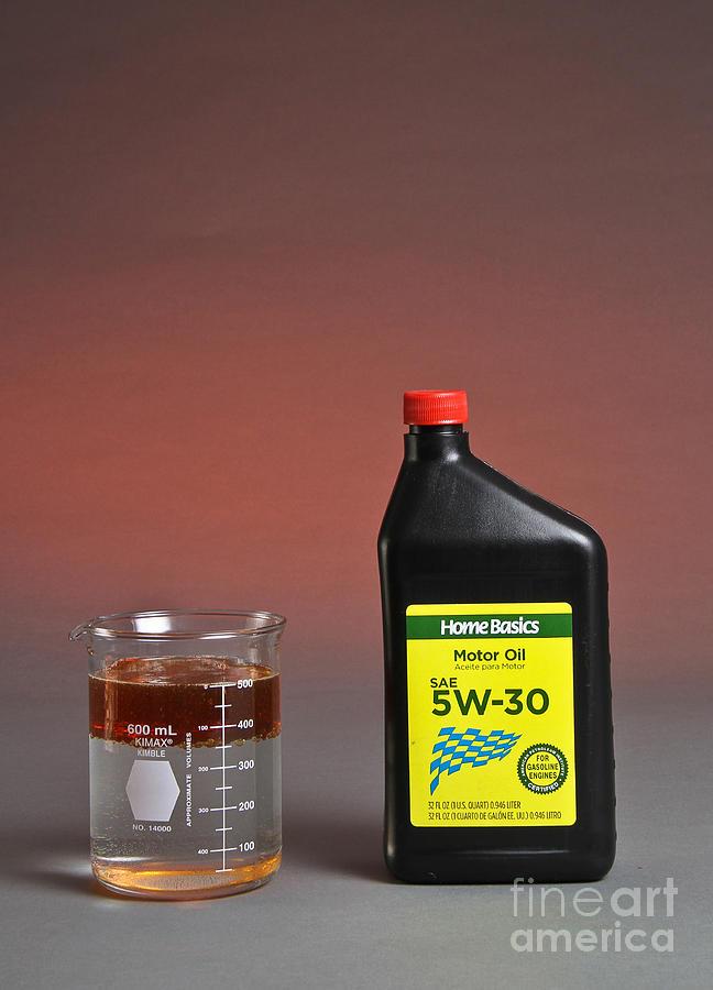 Beaker Photograph - Motor Oil Dissolution Test by Photo Researchers, Inc.