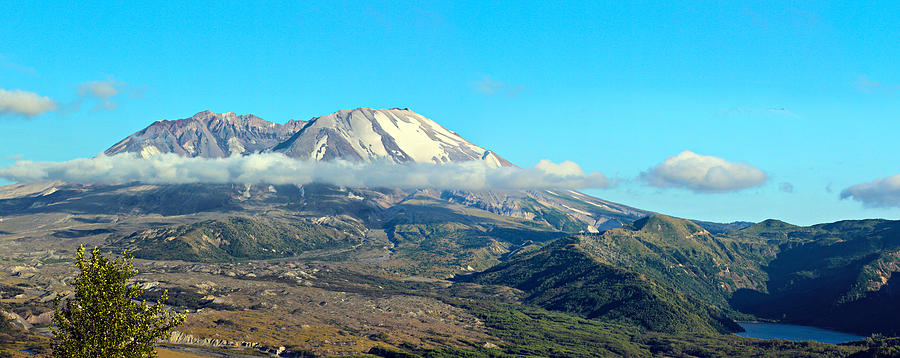 Blue Photograph - Mount St Helens And Castle Lake by Paul Fell
